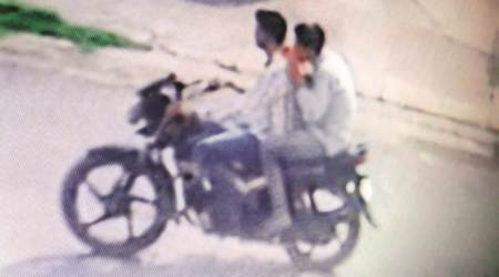 Chandigarh: Biker snatches woman's purse