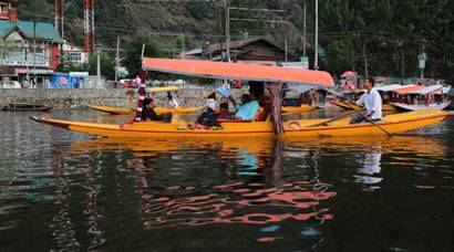 Dal Lake, srinagar, srinagar tourism, srinagar Dal Lake, shikara ride, shikara ride price, dal lake tourism, Dal Lake shikara, kashmir beauty, indian express, india news
