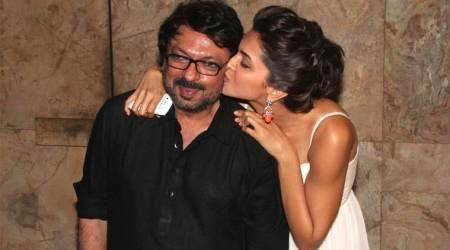Padmavati: Deepika Padukone steals food when Sanjay Leela Bhansali is busy shooting with Shahid Kapoor, seephoto