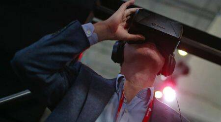 Facebook said to plan $200 wireless Oculus VR headset for2018