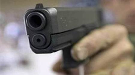 Man kills two teen daughters, injures wife