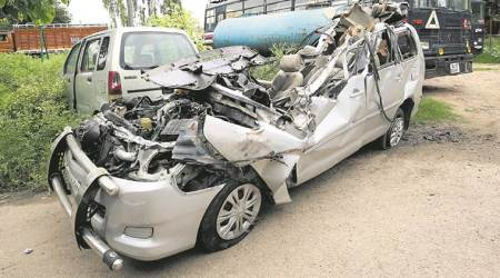 Truck driver on the run: Five killed as truck swerves into divider, hits oncomingInnova