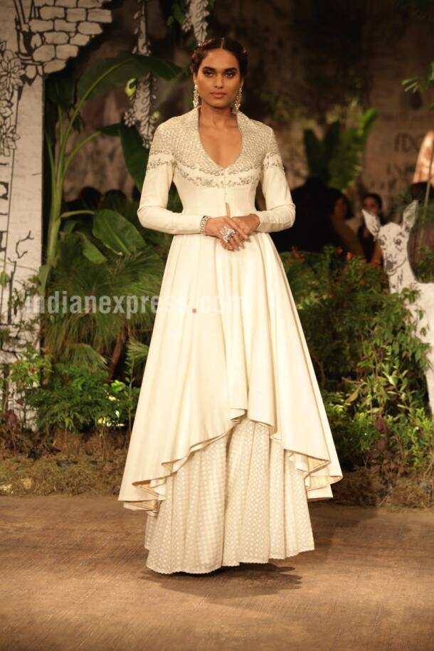 India Couture Week 2017: Dia Mirza looks breathtaking as showstopper for Anju Modi on Day 4
