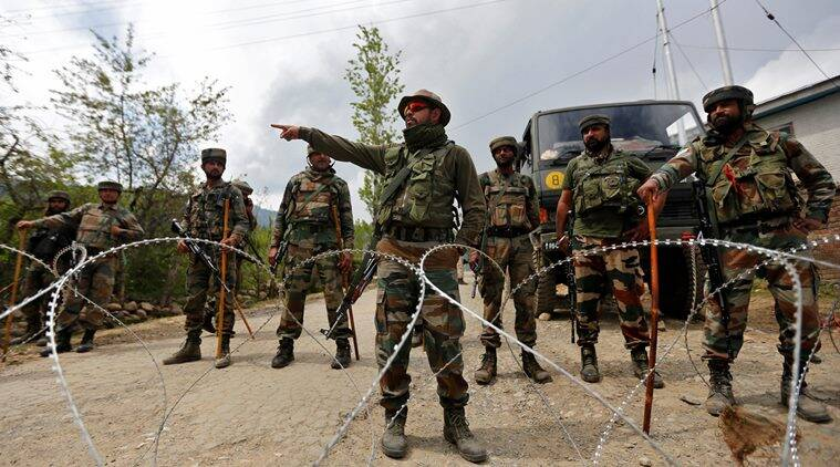JK Soldiers, JK Cops, Jammu and Kashmir Army, Jammu and Kashmir Police Thrashed, Jammu and Kashmir Army Thrashes Police, JK News, Indian Express, Indian Express News