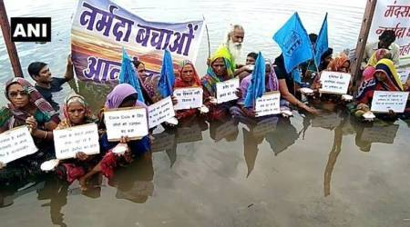 Narmada Bachao Andolan: Locals start 'Jal Satyagraha' as activist Medha Patkar continues indefinitefast