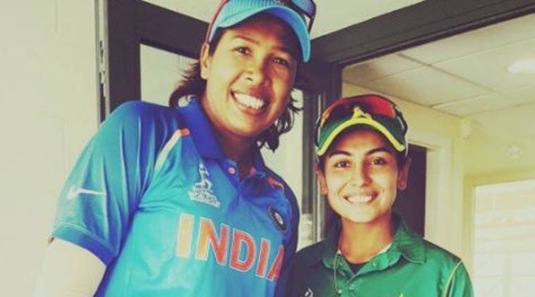 Pakistan fast bowler Kainat Imtiaz's picture with Jhulan Goswami warms hearts