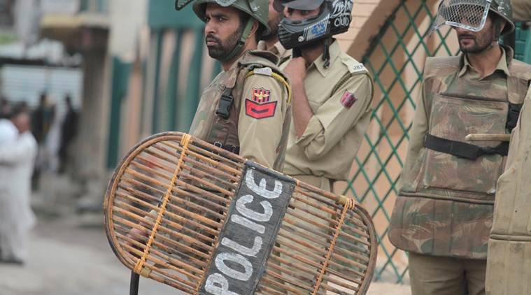 kashmir, kashmir violence, kashmir agitation, police agitation, violence against police, police compensation, mehbboba mufti