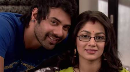 Kumkum Bhagya 28 July 2017 full episode written update: Sangram Singh harasses Nisha in the market for helping Purab
