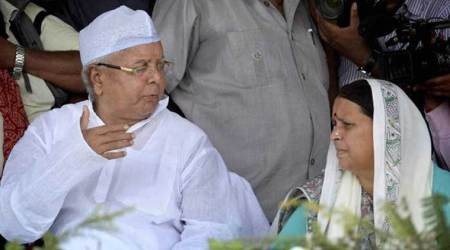 No tarmac access for Lalu, Rabri at Patna airport