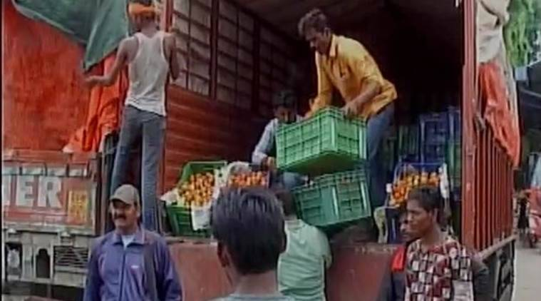 Here's why Indore tomato vendors are deploying armed guards at their shops