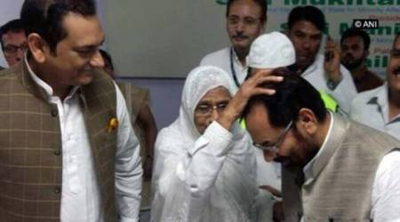 Mukhtar Abbas Naqvi flags off first batch of Haj pilgrims