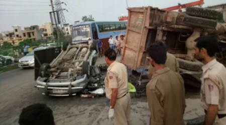 At least six dead as vehicles collide on NH-24 inDelhi