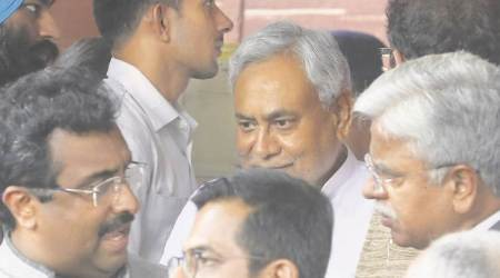 Nitish gets front row seat, Shah greeting at swearing-in