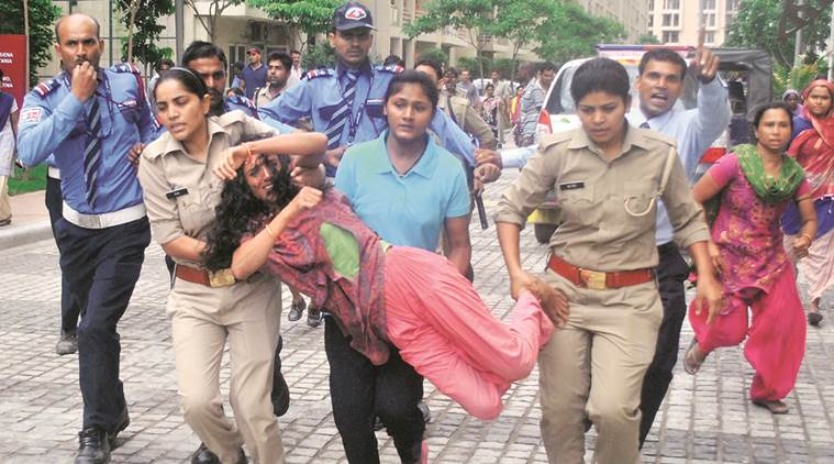 domestic help beaten, noida domestic help beaten, mahagun morderne maid beaten, maid beaten, noida sector 78 protest, maid protest, indian express news, delhi news