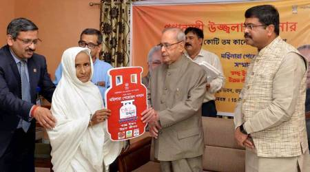President Pranab Mukherjee hands over free LPG connection under Ujjwala scheme