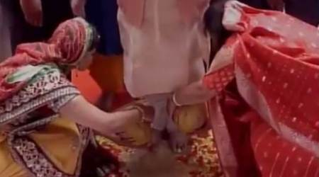WATCH: Jamshedpur women wash feet of Jharkhand CM Raghubar Das on Guru Mahotsav