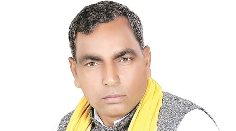 Yogi Adityanath, DM transfer, Om Prakash Rajbhar, ghazipur Dm, Ghazipur DM removal, Uttar pradesh, Up minister, UP minister dharna, indian express news, india news