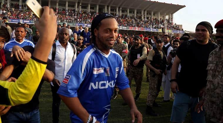 Ronaldinho, Ryan Giggs, pakistan, football in pakistan, manchester united, football