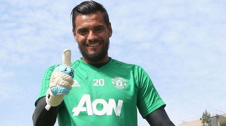 Manchester United goalkeeper Sergio Romero signs new four-year deal