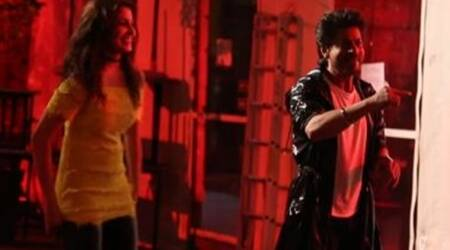 Watch Beech Beech Mein behind the scene video: Shah Rukh Khan, Anushka Sharma and ask the madness