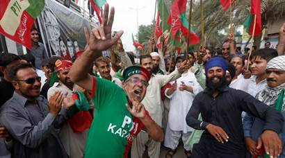Nawaz Sharif, Nawaz Sharif Panama Paper case, Supreme Court's judgement on Nawaz Sharif Panama Paper case, people celebrating Nawaz Sharif ouster, panama papers, pakistan prime minister