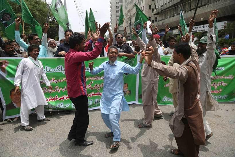 Nawaz Sharif, Nawaz Sharif Panama Paper case, Supreme Court's judgement on Nawaz Sharif Panama Paper case, people celebrating Nawaz Sharif ouster, panama papers, pakistan prime minister