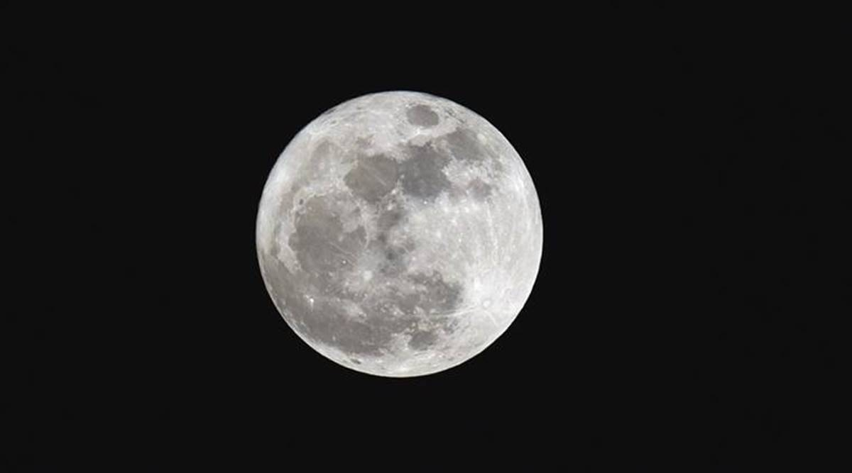 life in moon, water in moon, is there water on moon, Earth, earth's moon, space, latest space news, latest science research, science, science news