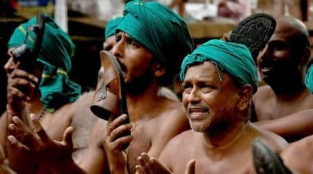 Tamil Nadu farmer attempts suicide at JantarMantar