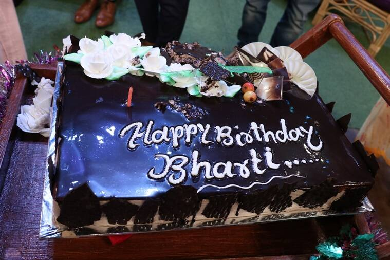 Cake Images With Name Bharti : Bharti Singh celebrated her birthday on The Kapil Sharma ...