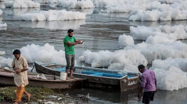 yamuna, clean yamuna, yamuna paper thermocol boats, nitin gadkari, india news
