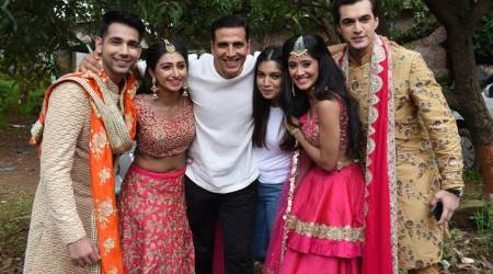 Toilet Ek Prem Katha: Akshay Kumar and Bhumi Pednekar solve a problem on the sets of Yeh Rishta Kya Kehlata Hai, see photos