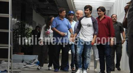 Varun Dhawan, Anupam Kher celebrate David Dhawan's birthday