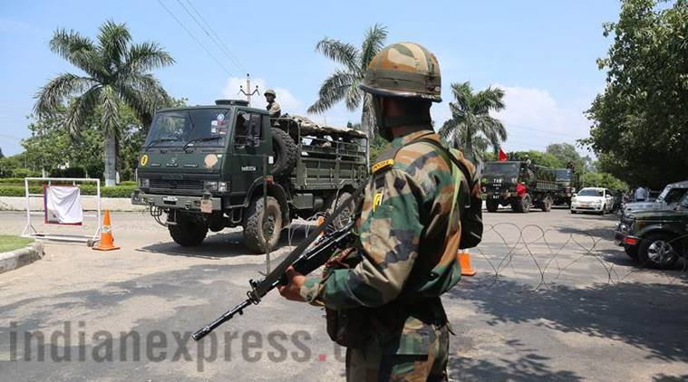 Car accident in Jammu and Kashmir, Jammu and Kashmir news, Army major killed in Jammu and kashmir, Jammu and Kashmir news, latest news, India news, National news