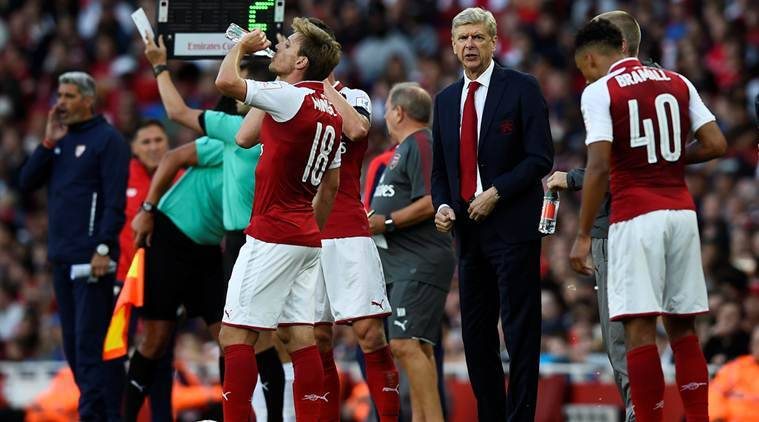Arsenal, Leicester Trade Leads In Raucous Premier League Opener