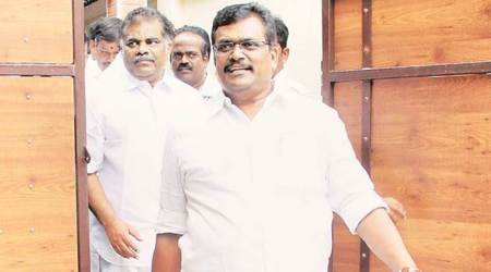 19 pro-Dinakaran MLAs meet TN Governor, say act against EPS