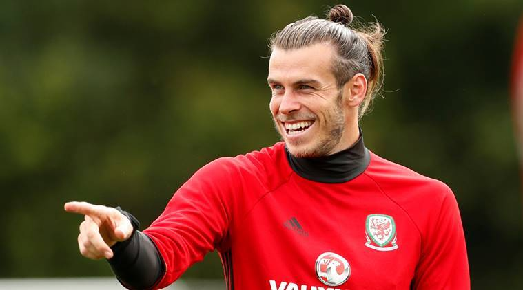 wholesale dealer 4204e 59ed2 Gareth Bale makes young fan's day during Wales training ...
