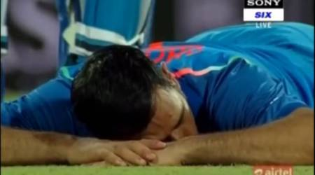 India vs Sri Lanka: MS Dhoni takes a power nap as crowd hurl bottles, watchvideo