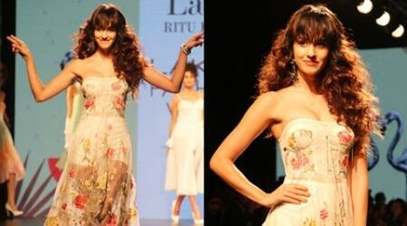 Disha Patani is a gorgeous showstopper for Ritu Kumar at LFW W/F 2017