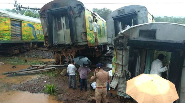 Nagpur-Mumbai Duronto Express, nagpur mumbai train derailed, duronto express, Duranto Express Derailment, nagpur mumbai duronto derails, train accident, duranto accident, nagpur mumbai duranto express, nagpur mumbai train derails, indian express news