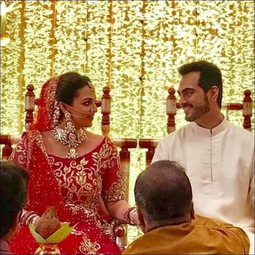 esha deol baby shower, esha deol second marriage, esha deol baby shower images, esha deol hema malini images, bollywood kids, bollywood babies 2017