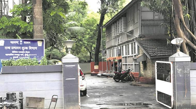Mumbai Senior bureaucrat faces eviction, Maharashtra news, India news, national news, Vijay Singhal fined Rs 14 lakh