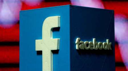 Religious affiliation impacts language use on Facebook