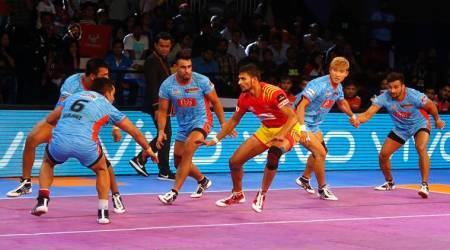 Pro Kabaddi 2017: Mahendra Rajput's super raid saves Gujarat Fortunegiants from home loss