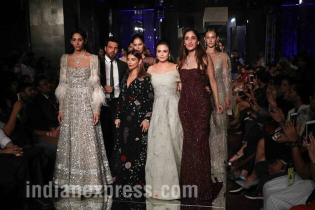 lakme fashion week, Preity Zinta, falguni and shane peacock, lakme fashion week winter/festive, lfw w/f 2017, lakme fahion week celebs, bollywood celebrities lakme fahion week, lfw book actors, fashion news, falguni and shane peacock, fashion news, lifestyle news, indian express, lakme fashion week photos, preity zinta photos