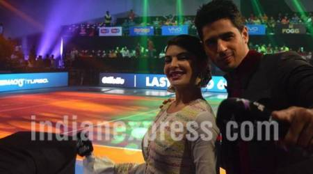A Gentleman: Sidharth Malhotra, Jacqueline Fernandez attend Pro Kabaddi League on Independence Day, sing the National Anthem. See photos, video