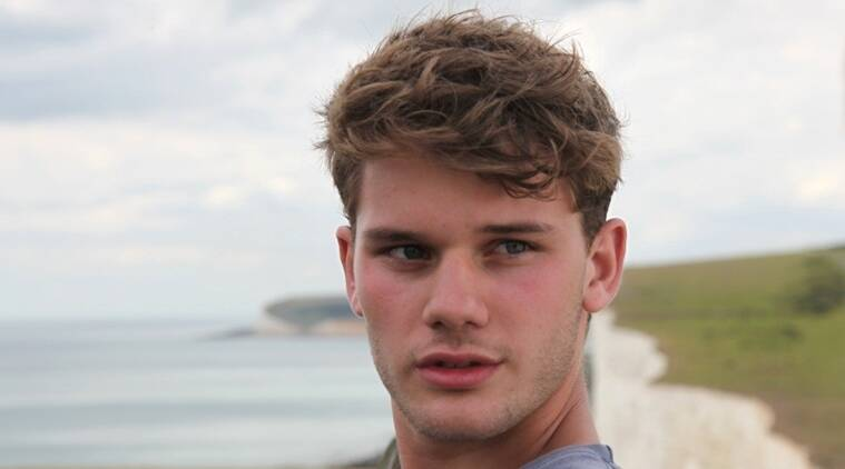 jeremy irvine, mamma mia here we go again, mamma mia sequel, mamma mia here we go again jeremy irvine