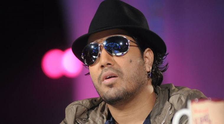 Mika Singh, Mika singh flight, Mika singh flight booking, Leher Kala, On the loose, Indian Express, Latest news, Indian Express