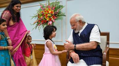 pm modi, raksha bandhan 2017, modi rakhi pics, rakhi images, modi celebrating rakhi, pm modi ties rakhi, rakhi celebrations 2017, indian express