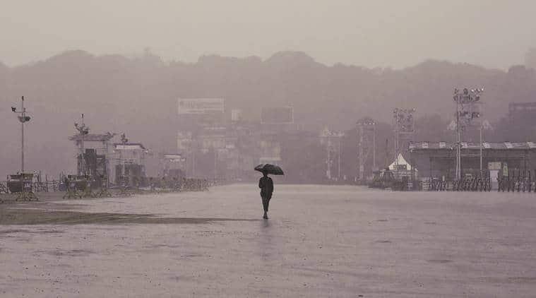 mumbai, mumbai rain, mumbai rainfall, mumbai pothole, mumbai waterlogging, indian express, mumbai news