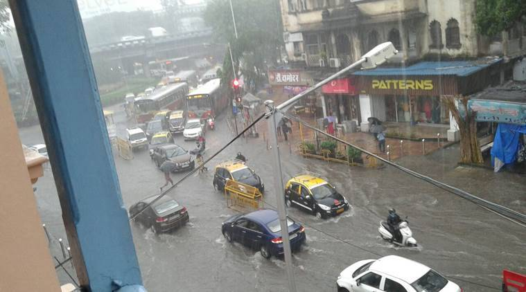 Mumbai Rains, heavy rain in Mumbai, Mumbai traffic situation, Mumbai trains, Mumbai local trains, Mumbai weather, traffic in Mumbai, airlines to Mumbia, Mumbai airport, Mumbai floding, Mumbai waterlogging, Maharashtra news, India news, National news